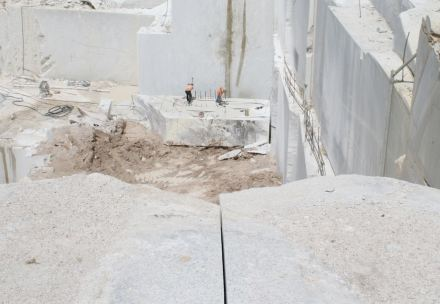 Working in the quarry may cause accidents.
