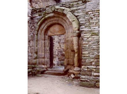 Die romanische Pforte im Kloster Memleben. Foto: Suhaknoke / Wikimedia Commons