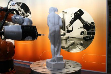 Roboterarme und Kunstwerke scheinen auf den 1. Blick nicht miteinander vereinbar zu sein.