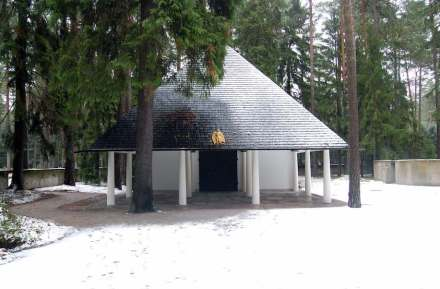 Gunnar Asplund: Woodland Chapel, Stockholm (1920). Source: Vatican