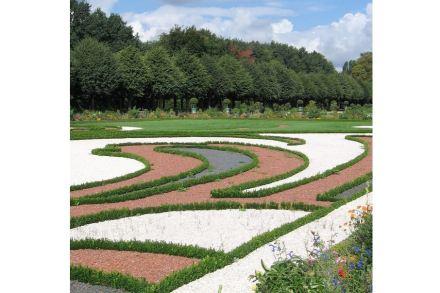 Im Barock war es üblich, die Parks mit Grün und farbigen Steinen zu gestalten.