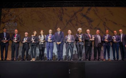 Winners of the Premio Macael 2018. Center (without the trophy) President Antonio Sánchez, Asociación de Empresarios del Marmól de Andalucía (AEMA).