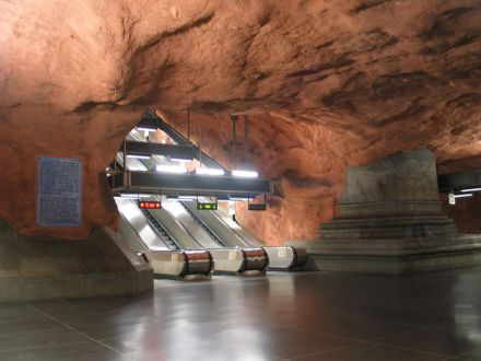 "Metro von Stockholm: Station Radhuset. Foto: Jonas Bergsten / <a href=""https://commons.wikimedia.org/""target=""_blank"">Wikimedia Commons</a>"