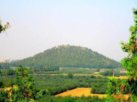 The huge mole of the Maoling Mausoleum of Emperor Wu of Han.