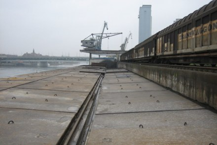 View towards the Dreirosenbrücke: the river banks in the year 2006...
