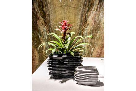 Vases. Design: Vivian Coser. Company: Corcovado Brasigran.
