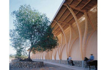 "Weingut Pérez Cruz, Chile. Planung: José Cruz Ovalle. Foto Juan Purcell. Quelle: Ausstellung ""Bauen mit Holz"", Berlin."
