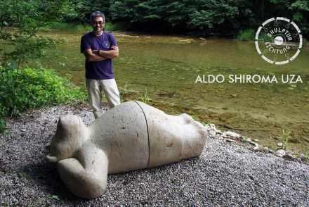 Aldo Shiroma Uza (Lima, Peru) meißelte einen Bär, der sich vor lauter Wohlbefinden auf den Rücken geworfen hat und darauf wartet, dass sich die Besucher mit und an ihm freuen.