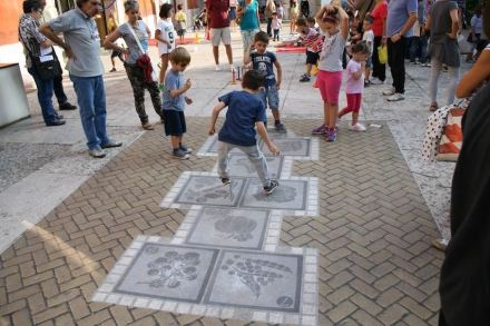 """New ideas for street pavement: Italian <a href=""""http://ludendo.it/""""target=""""_blank"""">Animum Ludendo Coles</a> Company made a stone hopscotch for children; ..."""