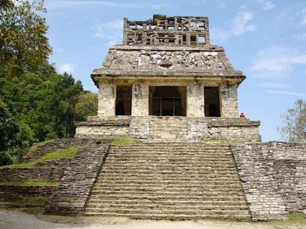 "Temple Pyramid of Palenque. The cloth banners were fastened by means of eyelets directly affixed to the wall. Photo: A.Skromnitsky / <a href=""https://commons.wikimedia.org/""target=""_blank"">Wikimedia Commons</a>"