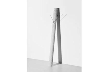 """Marsotto: Stand- und Wanduhren aus Marmor sowie die Kollektion """"Seasaw"""" des Designers Oki Sato."""