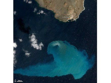 """Underwater volcanoes' activities usually do not show up on the surface of the oceans. This is a photo taken about 4 months after an eruption off the Spanish island of El Hierro in 2011. From the satellite the discoloration of the water is clearly visible. Photo: NASA / <a href=""""https://commons.wikimedia.org/""""target=""""_blank"""">Wikimedia Commons</a>"""