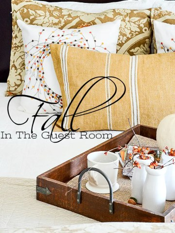 FALL DECOR IN THE GUEST ROOM