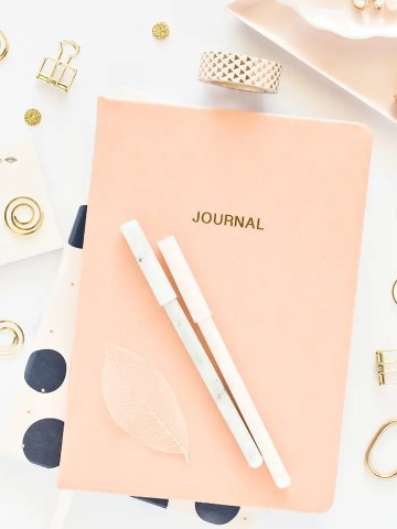 STAY ORGANIZED WITH BULLET JOURNALING