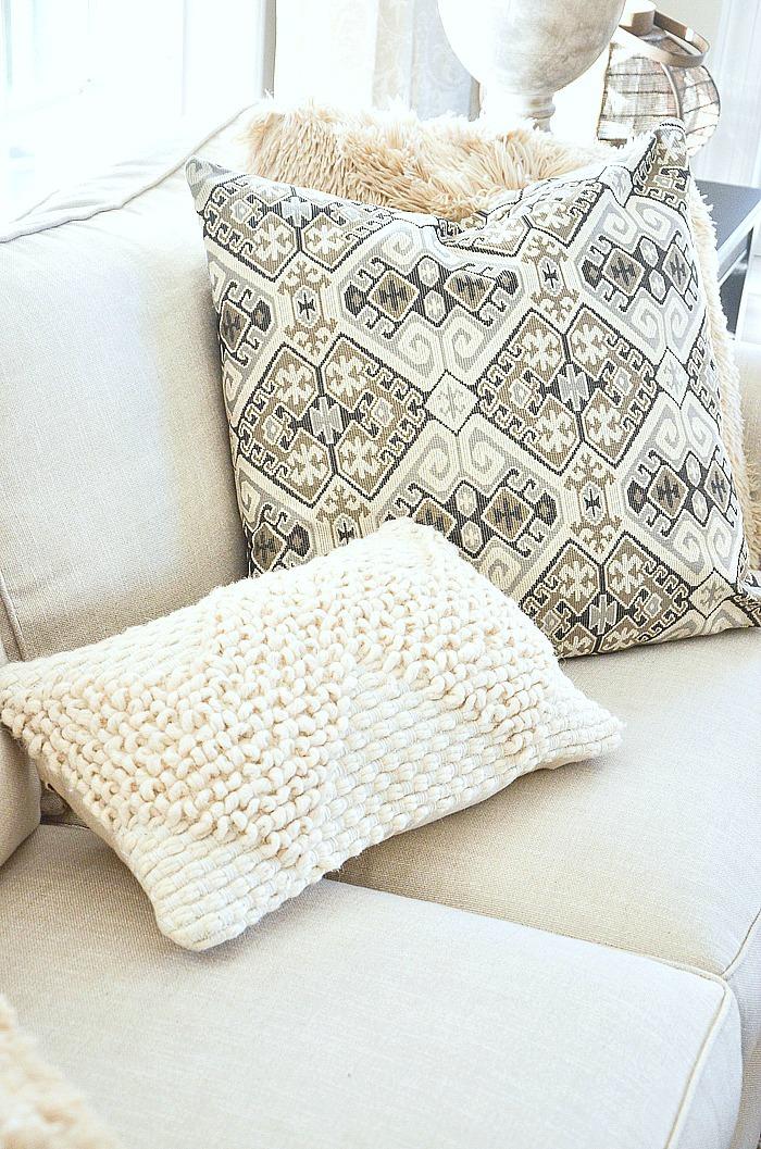 https www stonegableblog com casual pillow arrangement you should try