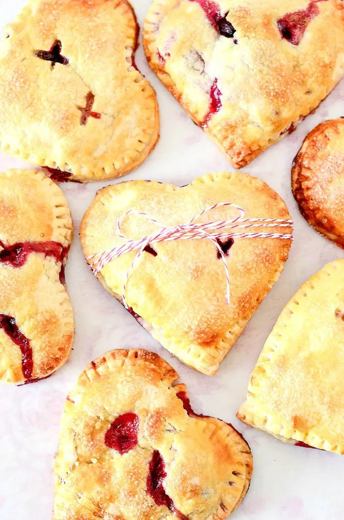 sweet small hand pies shaped line hearts.
