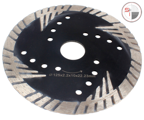 Rear-exhaust wet air cutter for stone