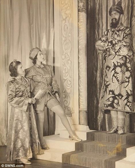 Queen Elizabeth 2 in the centre - Circa 1948