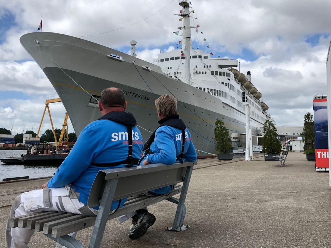 Het ss Rotterdam wordt geschilderd