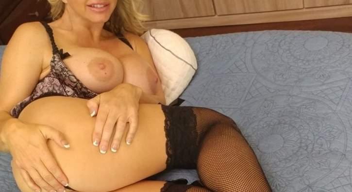 Milf tettona per incontri di sesso a Trieste
