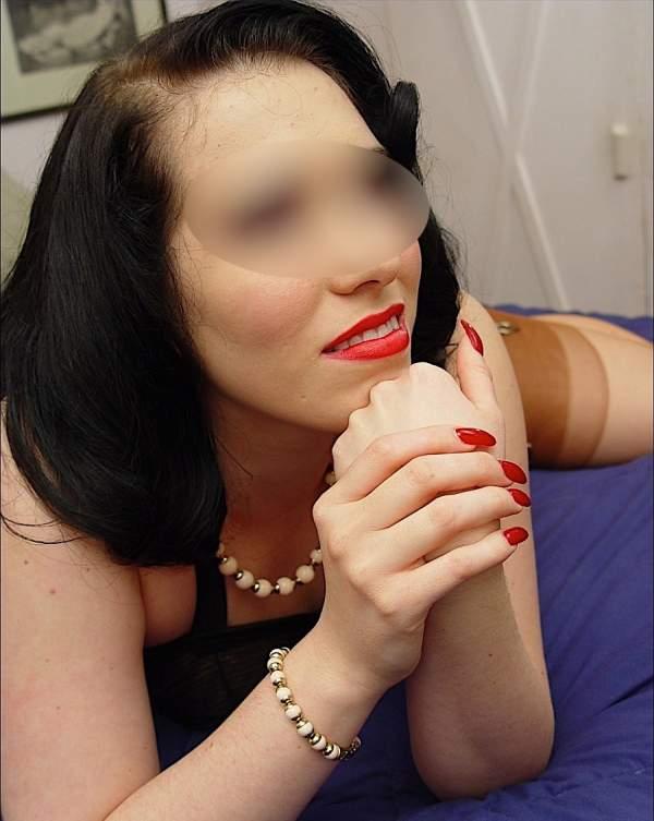 Fetish Roma, slave quarantenne incontra master sexy - Foto tre posa terza