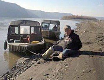 jim-wilde-handcuffed-on-yukon-river