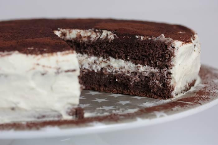 Schoko-Sahne-Torte mit Füllung
