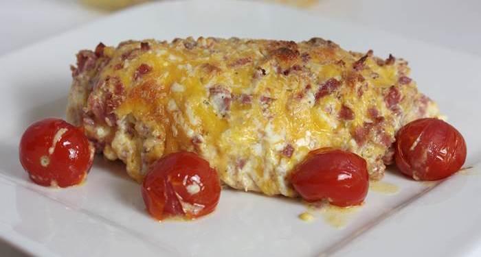 LowCarb - überbackenes Käse-Schinken-Hähnchen mit Kirschtomaten Rezept