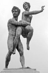 Plutone rapisce Proserpina, scultura di Vincenzo de' Rossi.