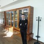 Eugenio Coccia nella sala biblioteca del Gran Sasso Science Institute