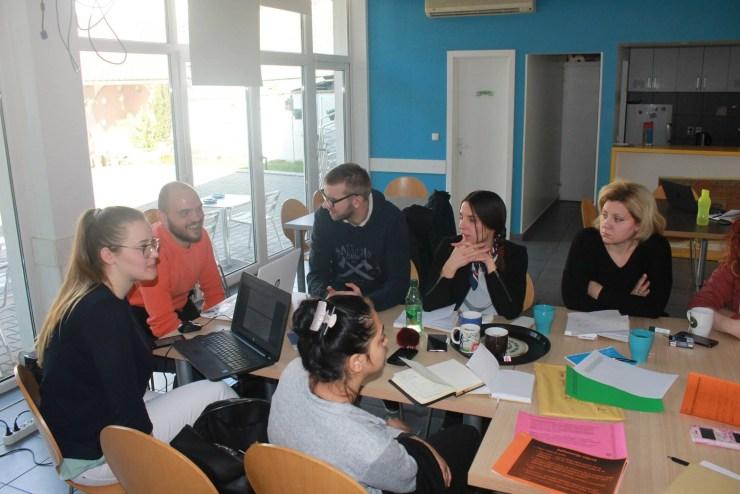 Nevena (prva sleva) je učestvovala i na projektu Laboratorija socijalnih inovacija u organizaciji CEKOS-a iz Sonte / Foto: CEKOS