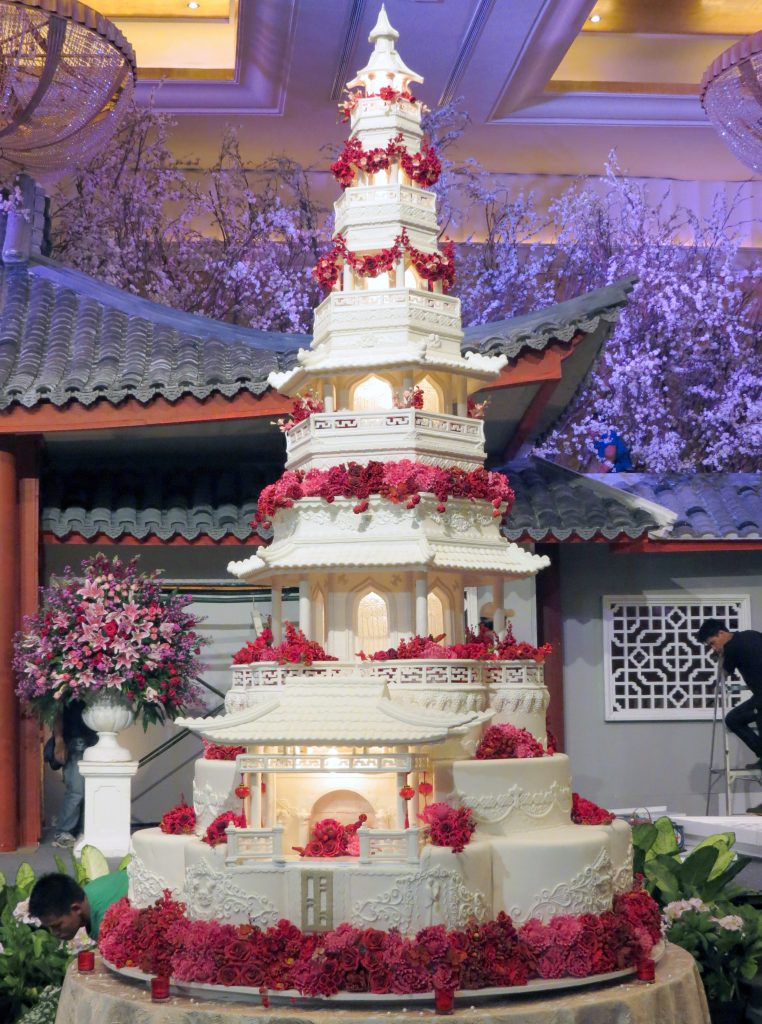 Worlds Most Extravagant Wedding Cakes For Budget Busting