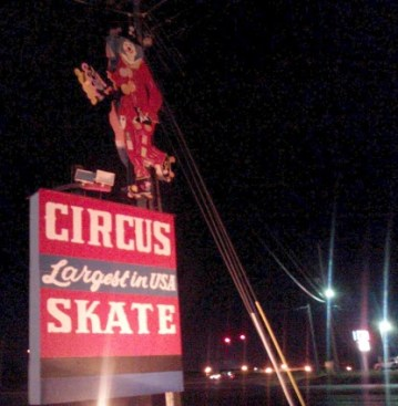 Circus-skate-clown-Murray-Kentucky-roller-rink
