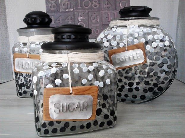 Ombre-dot-glass-canister-set-with-rustic-labels