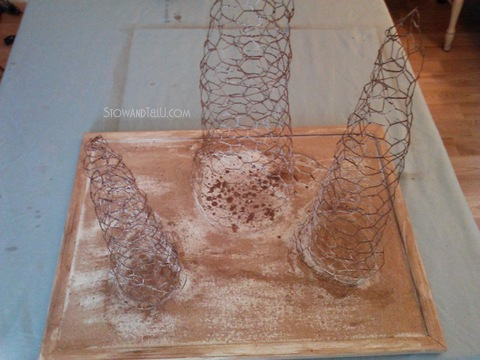 How to make a chicken wire Christmas tree - StowandTellU.com
