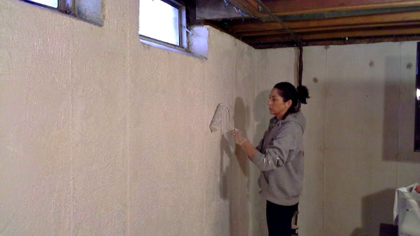 adding-texture-to-walls-for-a-stone-look-in-basement-stowandtellu