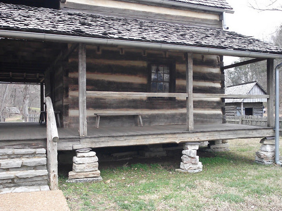 1800-era-front porch-log-house-lbl