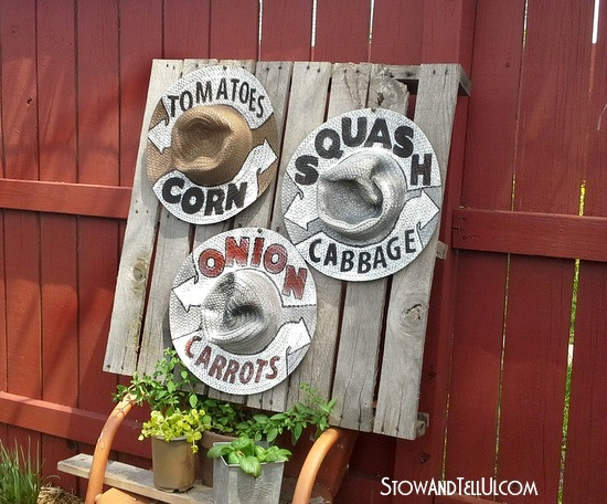 garden-farmstand-signage-straw-hats