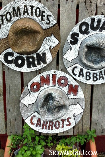 straw-hat-garden-signs