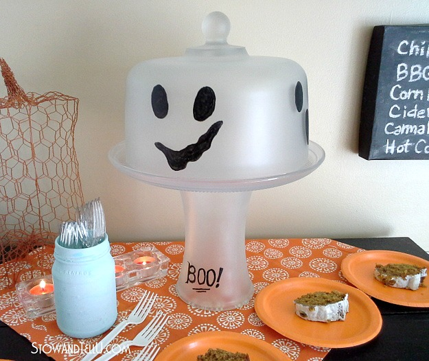 ghost-cake-plate-dome-frosted-glass