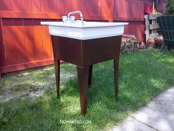 spray-painted-laundry-tub