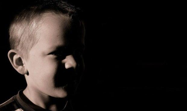 sexueller Missbrauch, Kinder, Kindesmissbrauch, Kindsmissbrauch, Missbrauch, Jugendliche, Symptome, Indikatoren, Ritzen, Einnässen, Einpullern, Bauchschmerzen, Magersucht, Leistungsabfall, sexualisiertes, Verhalten