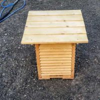 Lack mittels Sodastrahlen von Holz entfernt