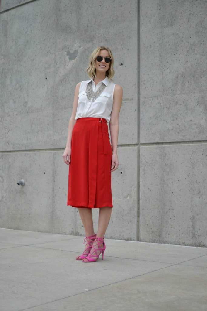 red culottes, white blouse, silver bib necklace, pink heels 1