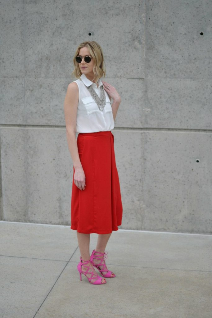 red culottes, white blouse, silver bib necklace, pink heels 3