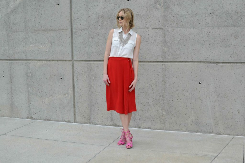 red culottes, white blouse, silver bib necklace, pink heels 7