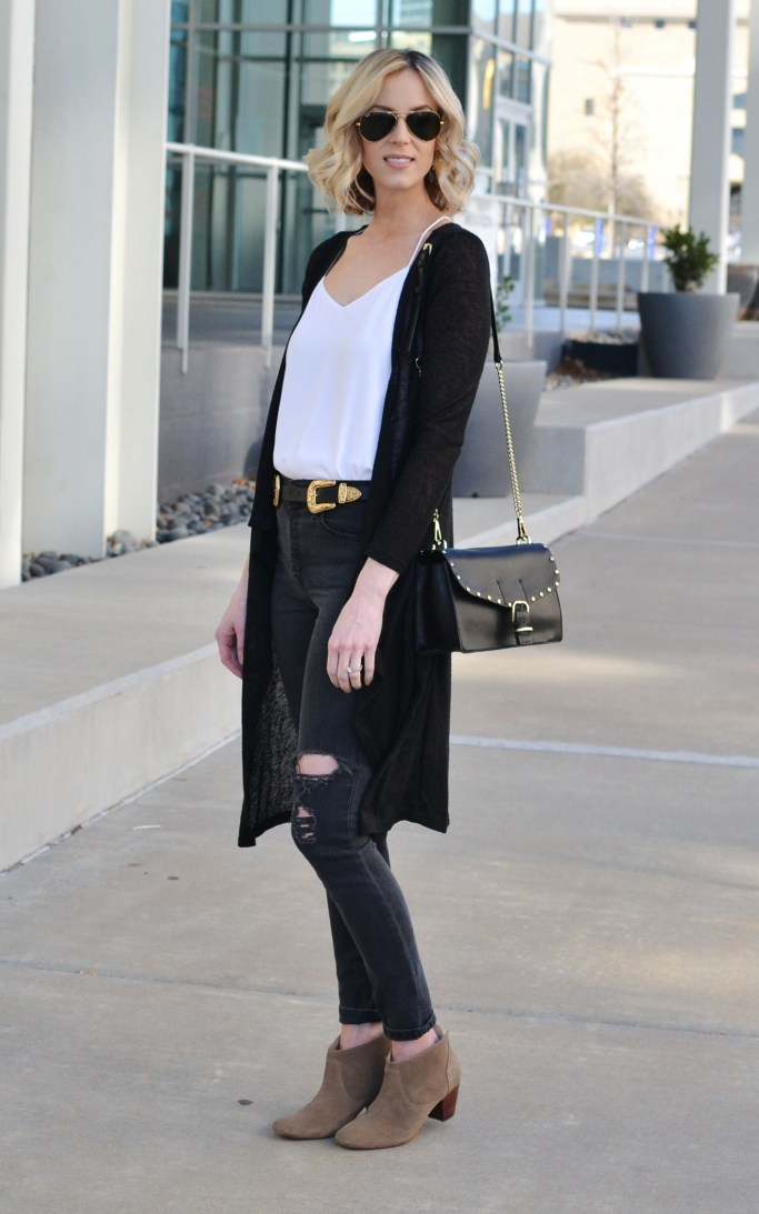 tried and true outfit combo, easy casual weekend look, distressed black skinny jeans, white cami, black duster, double buckle belt, booties