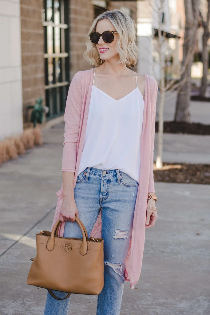 levis distressed jeans with tank top and cardigan for spring