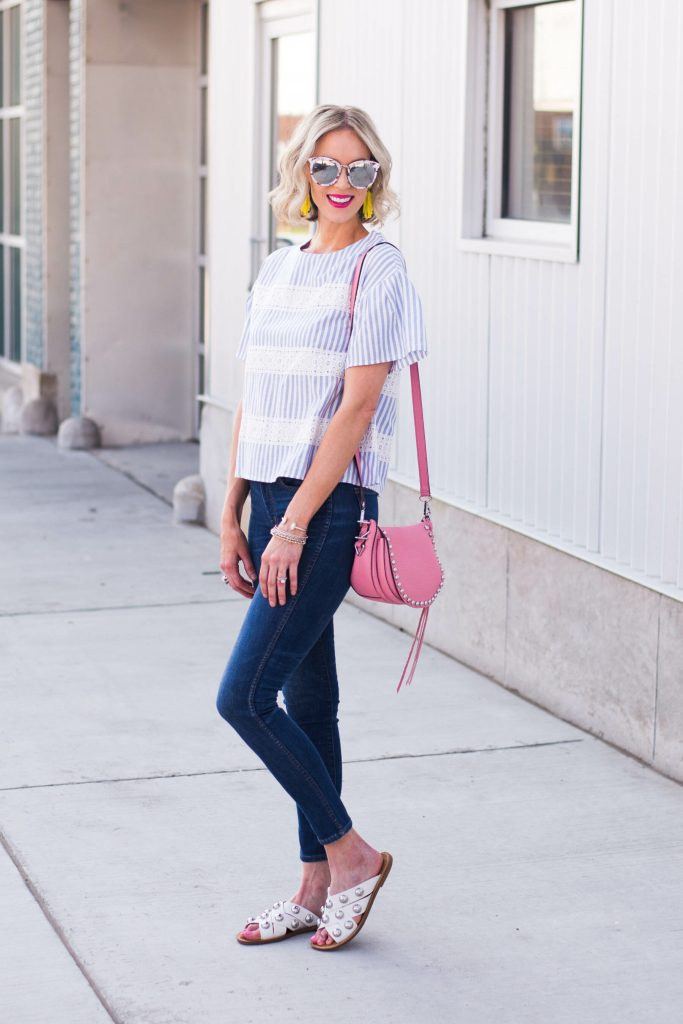 cute blue and white striped top with skinny jeans