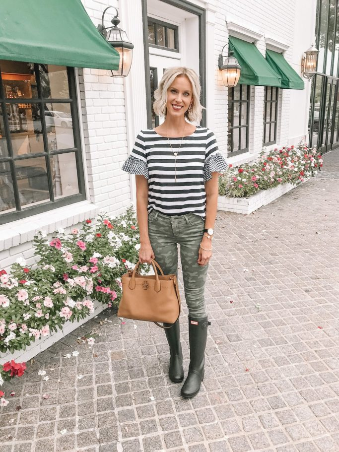 4 ways to wear camo - camo jeans with a striped top